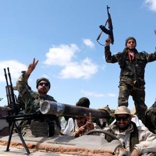 قوات الاحتلال الروسي تنقل دفعة جديدة من المرتزقة السوريين من مناطق النظام  الى ليبيا.