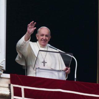 """أزور العراق كرسول سلام"""".. بابا الفاتيكان يغادر روما متوجهاً إلى بغداد في أول زيارة من نوعها إلى العراق"""