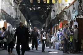نظام الأسد يروّج الدولار المزوّر لضبط سعر الليرة