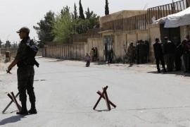 النظام السوري يعتقل لاجئين فلسطينيين عائدين ومدنيين في حلب