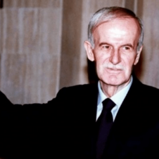 """شخصية حافظ الأسد """"المناورة"""""""